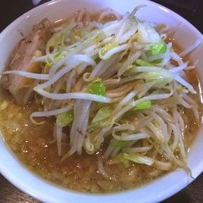 盛岡の二郎インスパイア「踊ろうサンダーバード」でラーメンを食べた